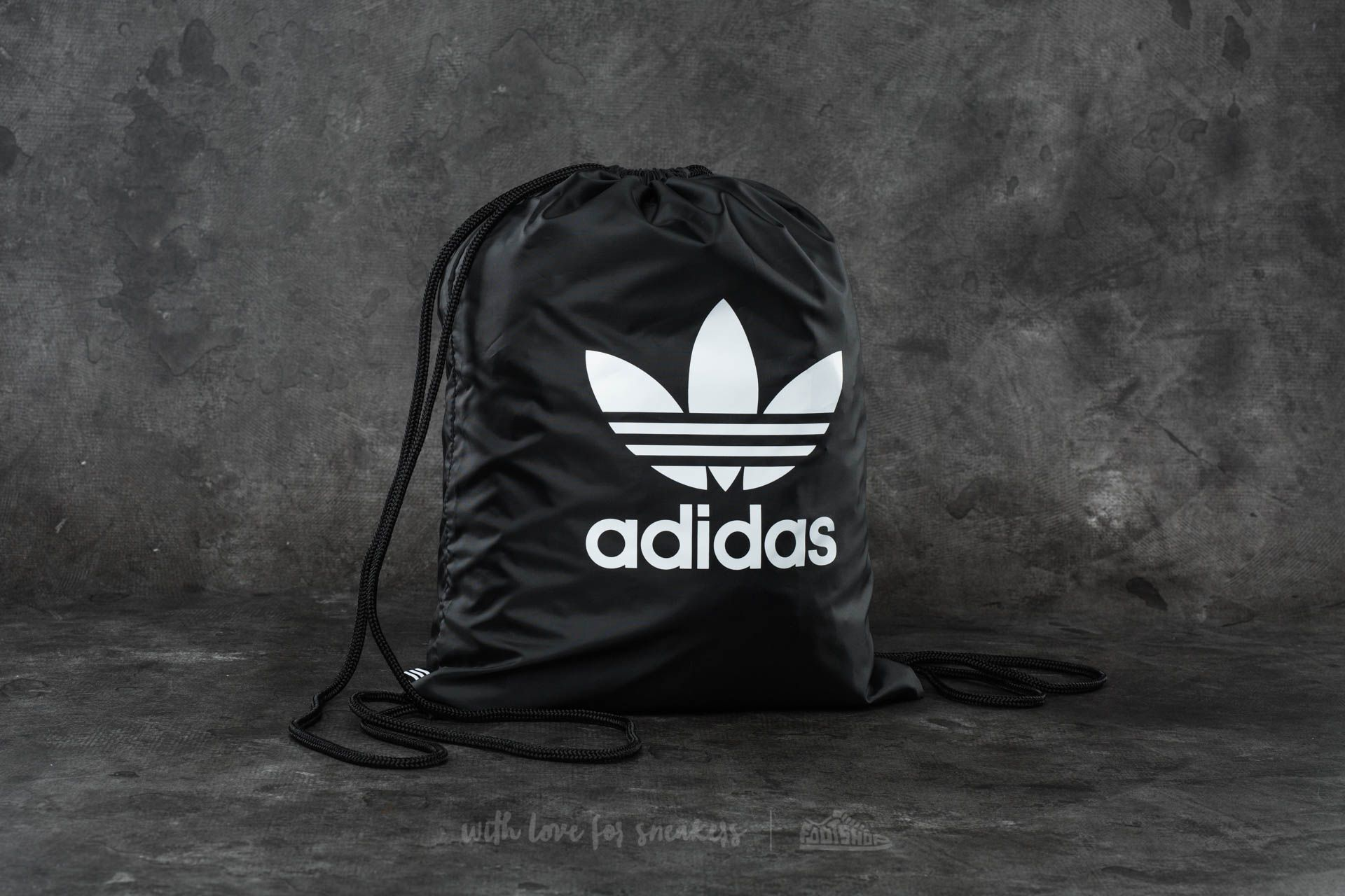 cdee9727a Farebné batohy Adidas | Módne značky pre nákupne maniačky